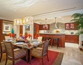 10-sun-splash-c301_kitchen-dining-800x533