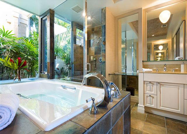 15-palm-villa-130a_master-bath