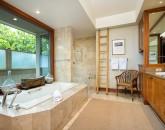 17-waiulu-villa-137d_master-bath