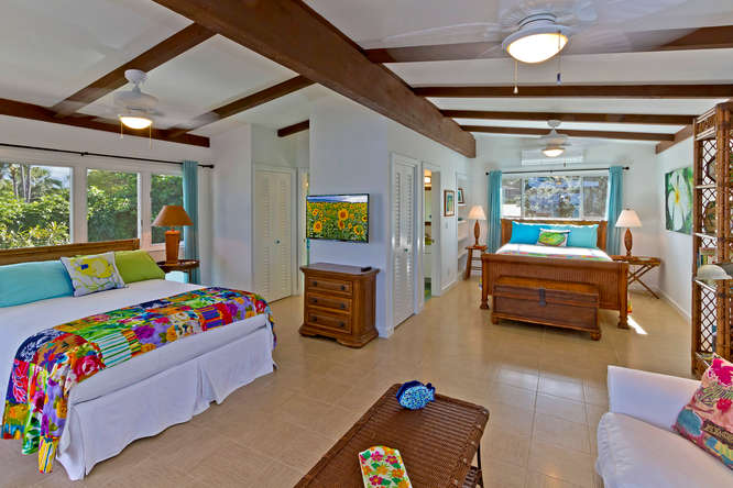 18-palm-villa_guest-house-upper-bedroom