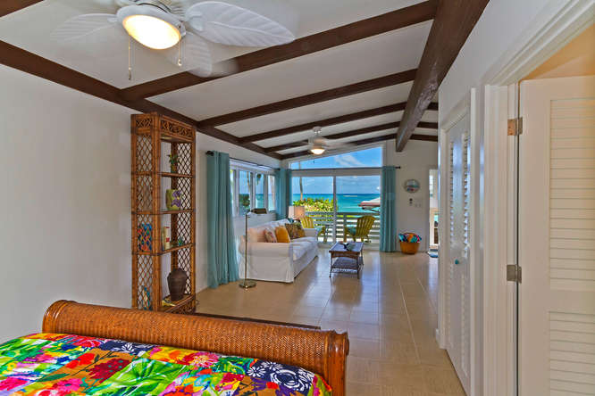 20-palm-villa_guest-house-upper-bedroom3