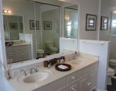 23-mahina_masterbathroom-800x589