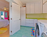 24-palm-villa_guest-house-lower-bedroom-laundry