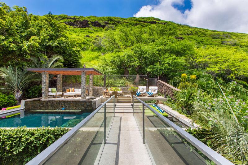 6-villa-luana_poolside-lounge4