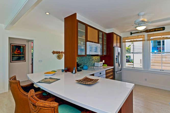 7-palm-villa_kitchen