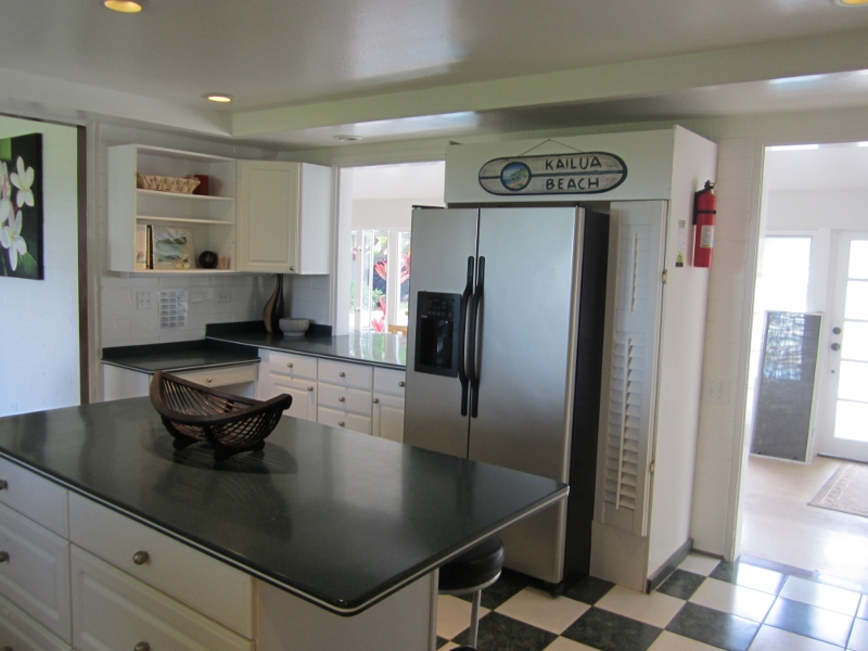 8-mahina_kitchen-800x600