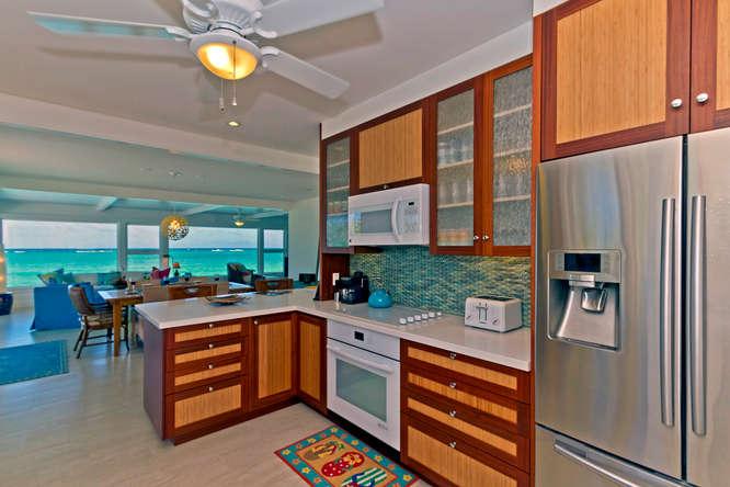 8-palm-villa_kitchen2