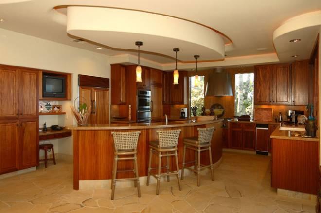8-1-oceanfrontvilla_pinn_kitchen