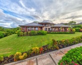 9-heavenlyview_exterior2-bluff-with-ocean-and-mountain-views