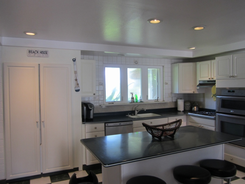 9-mahina_kitchen2-800x599