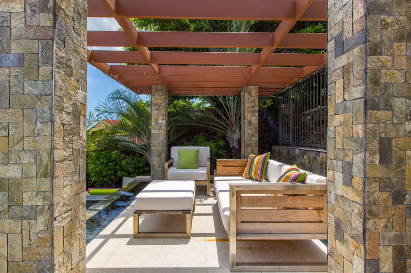 9-villa-luana_poolside-lounge6