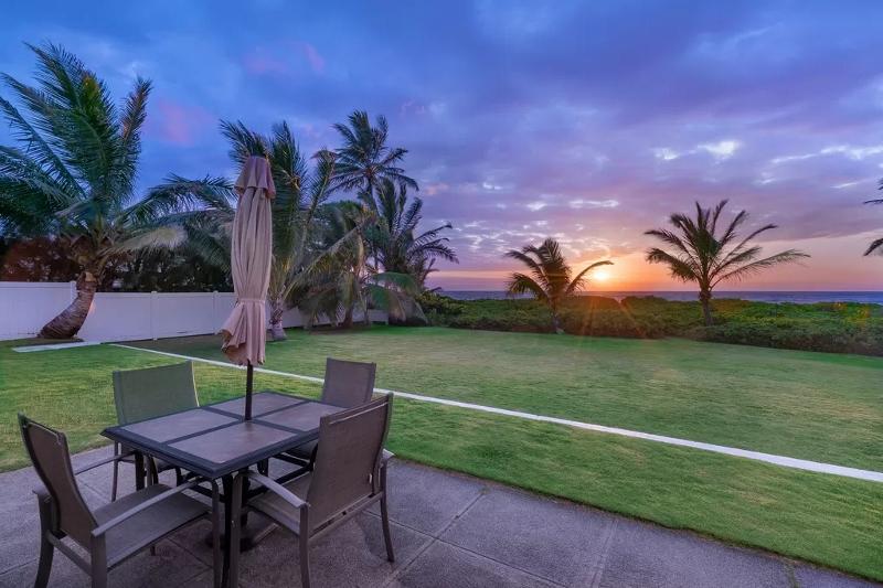 mahina-kai_sunset-oceanview-800x533