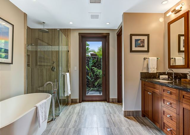 15-hualalai-contemporary_master-bath