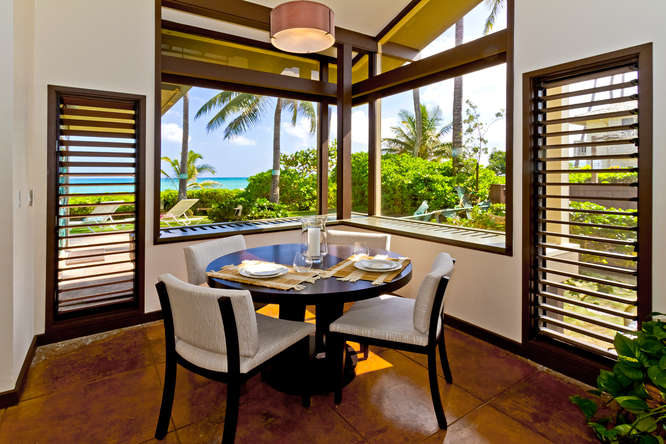 17-hawaiian-charm_round-table-dining-area