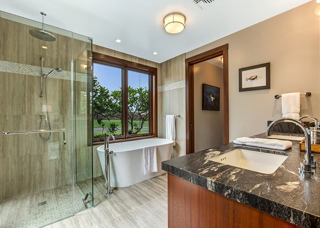 17-hualalai-contemporary_guest-bath4-2nd-master-bath