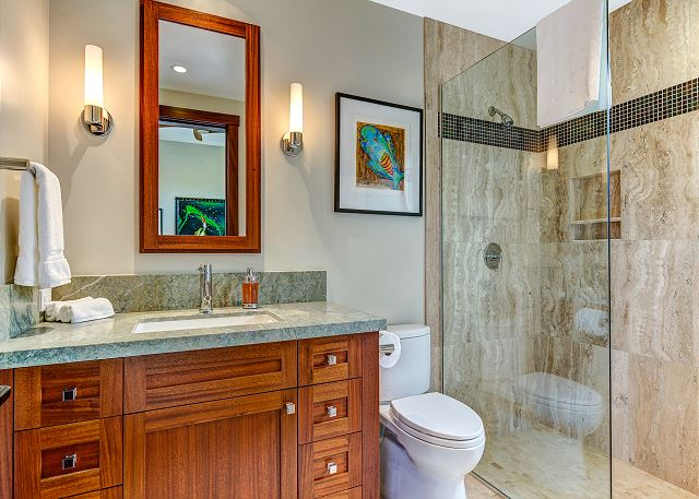 19-hualalai-contemporary_guest-bath2