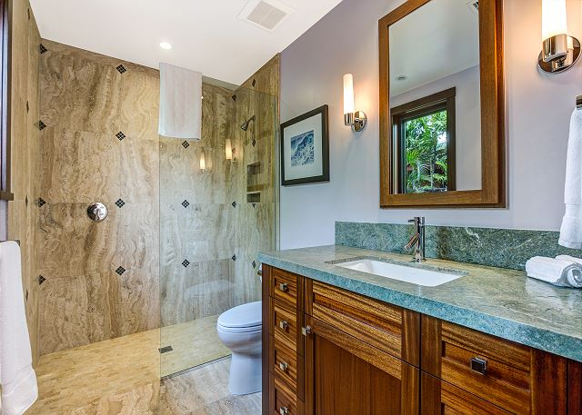 21-hualalai-contemporary_guest-bath3