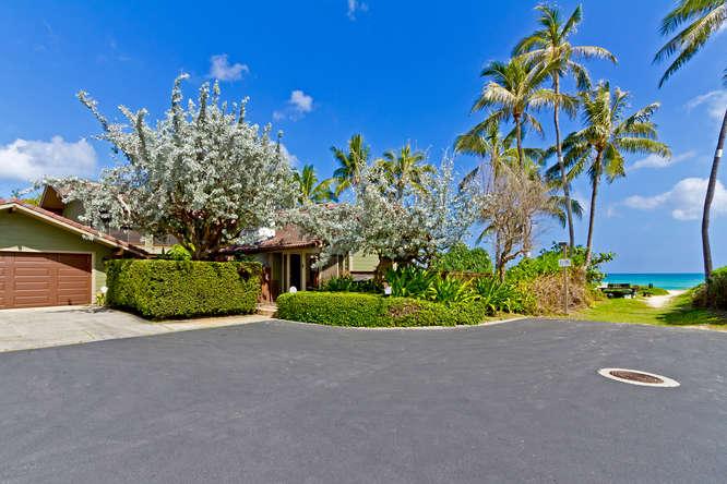 4-hawaiian-charm_front-street-view