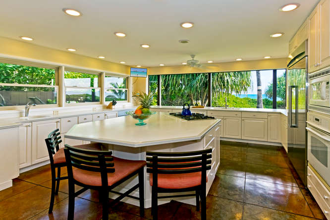 7-hawaiian-charm_kitchen-with-bar-view