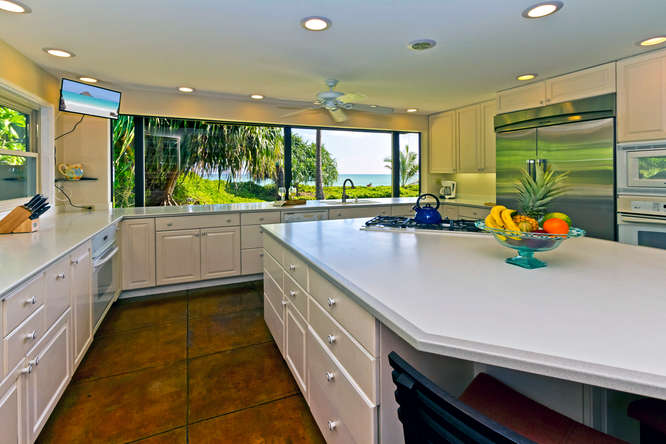 8-hawaiian-charm_kitchen-view