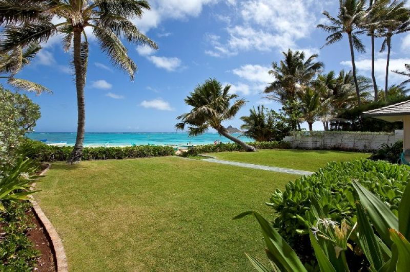 8-lanikai-ohana_lawn-to-beach-800x532