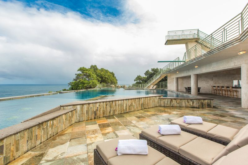 10-waterfalling_pool-lounges