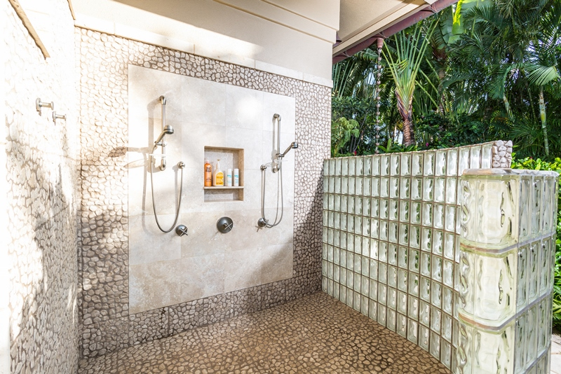 11-1-shambala-estate_poolside-double-outdoor-shower-800x534
