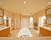 16-sandysurf_master-bath2-800x534