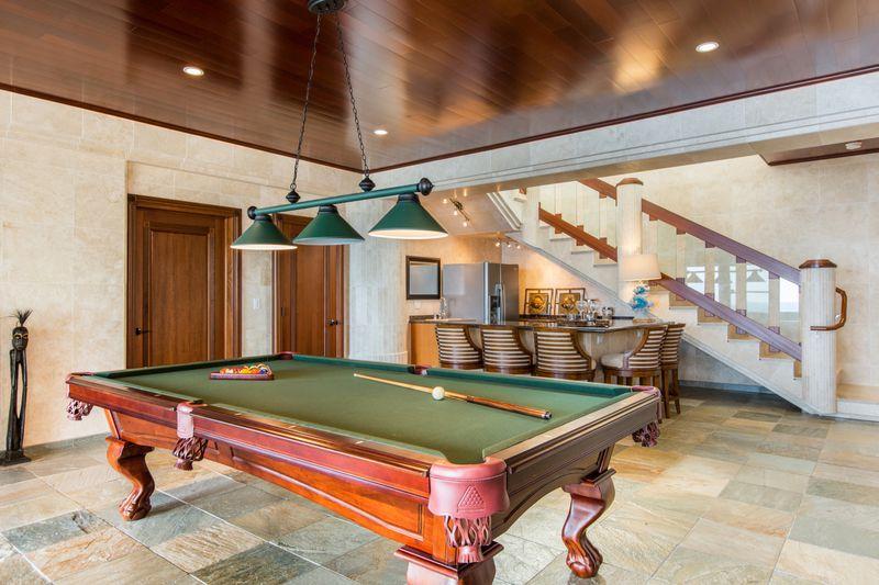 17-waterfalling_game-room-pool-table