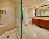 19-sea-breeze_master-bath-800x534