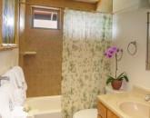 20-ocean-pool-hale_bathroom-2_600x800