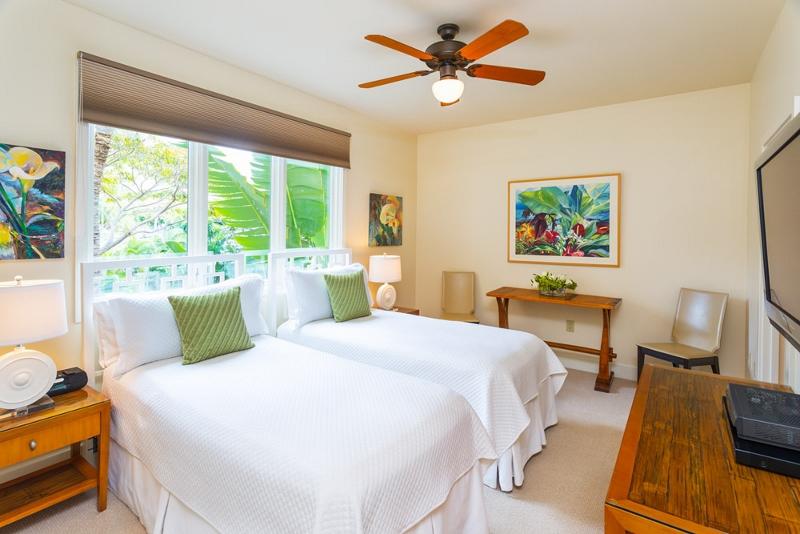 21-aqualani_bedroom-3-twins-2-800x534
