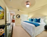 21-sea-breeze_bedroom-2-king2-800x534