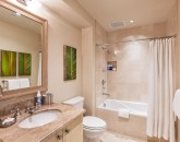 23-aqualani_bedroom-3-bath-800x534