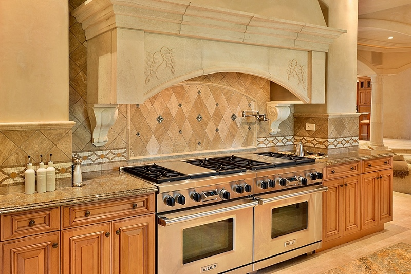 34-shambala-estate_kitchen-wolf-8-burner-2-griddle-3-electric-ovens-800x533