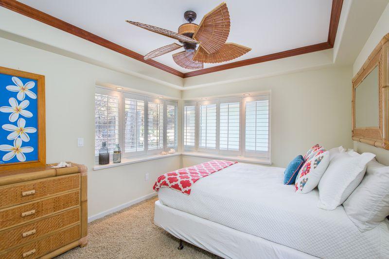 30-peaceful-ocean_bedroom3