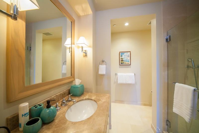 27-bluehorizons_bedroom3-bath-800x534