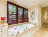 29-hawaii-kai-ov_master-bath-tub