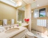 32-hawaii-kai-ov_guest-room-2-bath