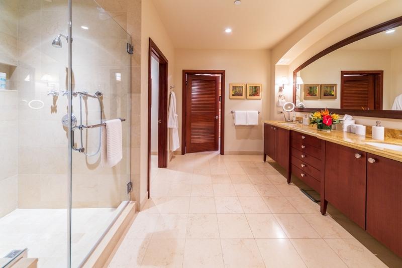 19-sandcastlessuite_master-bath1-800x534