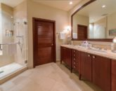 24-sandcastlessuite_second-master-bath1-800x534