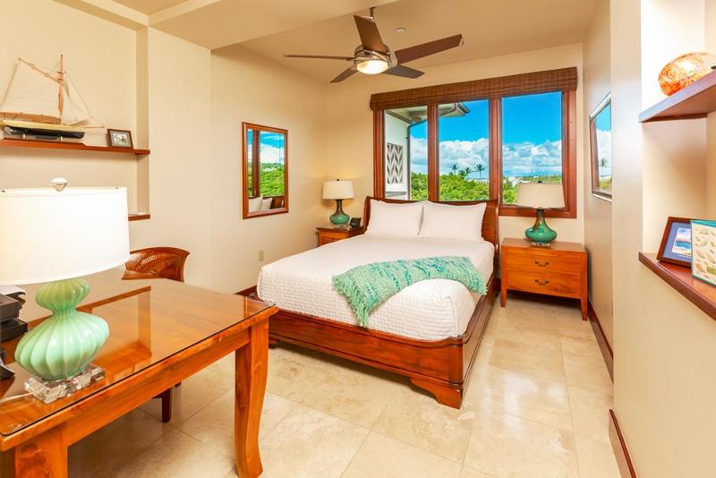29-sandcastlessuite_bedroom4-den-queen1-800x534