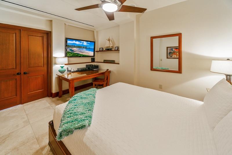 31-sandcastlessuite_bedroom4-den-queen3-800x534