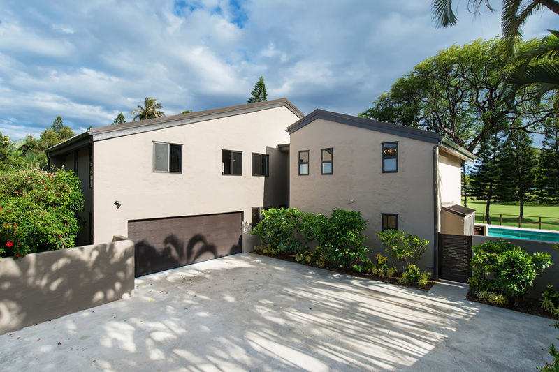38-waialae-golf-villa_driveway-and-garage