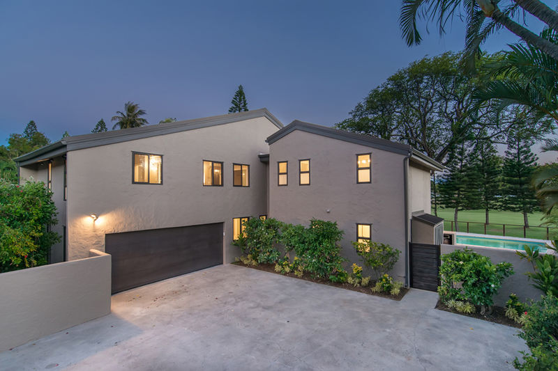 39-waialae-golf-villa_driveway-and-garage2