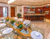 9-sandcastlessuite_indoor-dining-kitchen-800x534