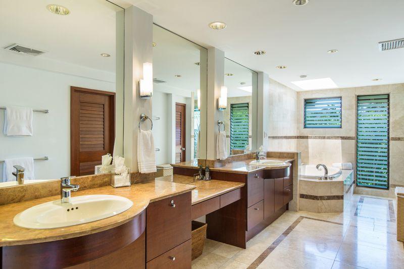 25-paradise-villa_master-bath