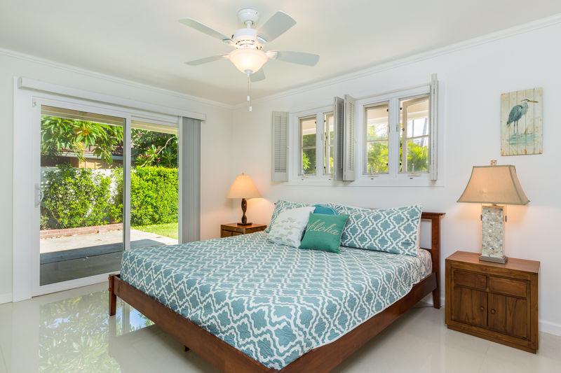 14-kahala-sea-mist_bedroom-king