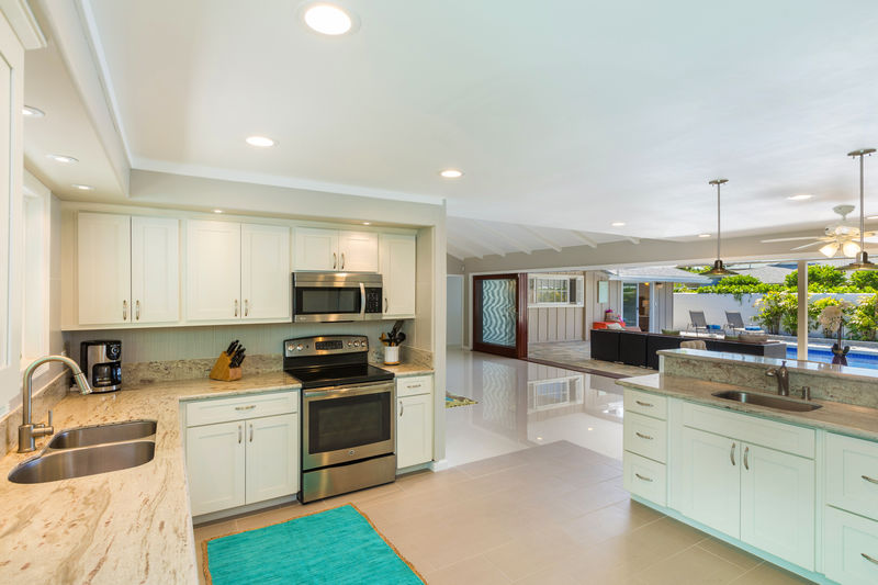 9-kahala-sea-mist_kitchen-and-living