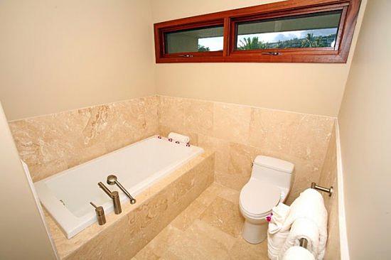 17-aina-koa_bathroom_upper1_lg
